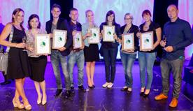 Lehrer, Preisträger und Finalistinnen auf einem Bild