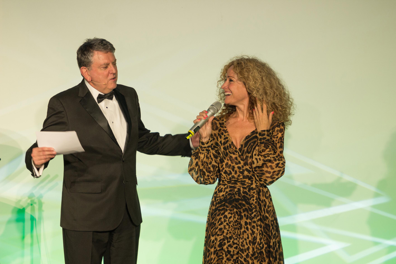 Tony Hitchin, Sandra Pires